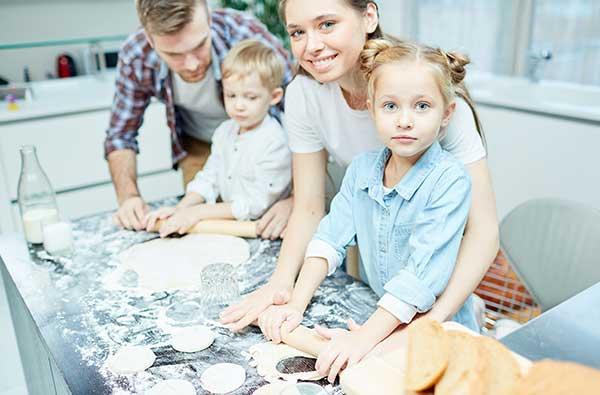 jak dzieci mogą pomóc w kuchni